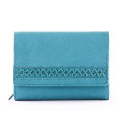 Kis méretű igazi bőr pénztárca ami tökéletesen illik a legkisebb női táskához is, külsejét pedig különleges dizájnnal láttuk el. Vidám színek