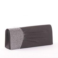 Szatén borítású, fekete színű Sylvia Belmonte márkás strasszköves női alkalmi táska. Mágneses kapcsolóval zárható fedéllel rendelkezik.