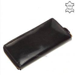 Kívül elegáns magas fényű bőrből, belül fekete színű valódi nappa bőrből készült, nagy méretű női bőr pénztárca, aranyszínű fém kellékekkel.
