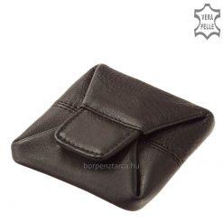 Puha marhabőrből készült fekete és barna színben ez a minőségi, egyszerű felépítésű autós férfi aprópénztartó. Patenttal zárható modell.