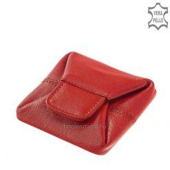 Puha valódi marhabőrből készült, egyszerű, kis méretű - ezáltal könnyen tárolható női bőr aprópénztartó, stílusos külsővel.