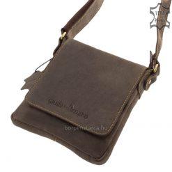 A GreenDeed márka kiváló valódi bőr férfi táska modellje, mely természetes hatású barna színben gyártott kis méretű termékünk.