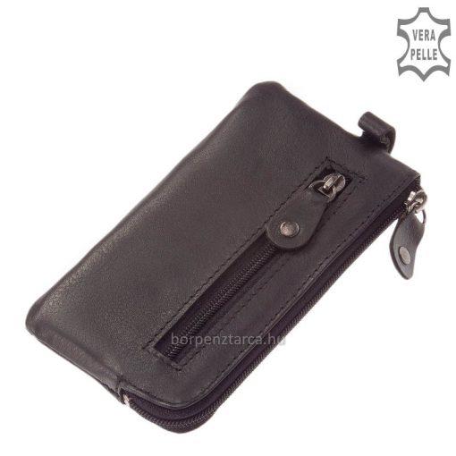 Valódi, puha bőrből készített, fekete színű kisebb méretű, praktikus bőr kulcstartó, SLM márkás gyártmány. Kézben is könnyedén elfér.