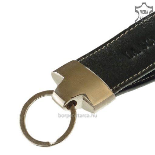 Fekete színű valódi bőrrel és hangsúlyos fém kellékkel kombinált valódi bőr, minőségi La Scala márkás kulcstartó. Pénztárca mellé tökéletes!