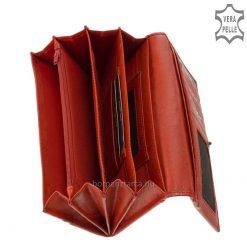 Minőségi, egyedi kikészítésű bőr felhasználásával készült tágas és praktikus, dekoratív megjelenésű márkás női pénztárca.