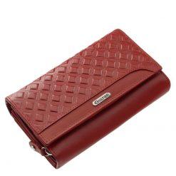 Elegáns megjelenésű és rendkívül népszerű, ez az egyedi mintás, brifkó jellegű, Giultieri termékcsaládunkhoz tartozó női bőr pénztárca.