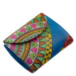 Puha valódi bőrből készült, fiatalos színekkel megtervezett egyedi mintás női bőr pénztárca a minőségi Gultieri termékcsaládtól.