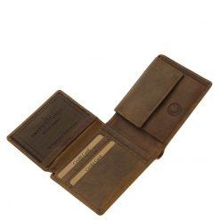 Horgász bőr pénztárca, mely minőségi marha bőrből készült barna színben. Fedelén egy aprólékos kidolgozott ponty képével.