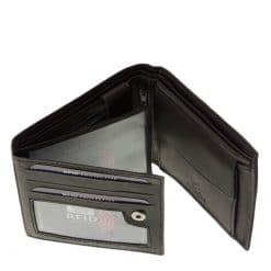 Finom tapintású, puha kikészítésű valódi bőrből készült férfi bőr pénztárca a LA SCALA márka RFID védelemmel tervezett kollekciójából.