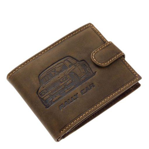 Minőségi GreenDeed márkájú férfi bőr pénztárca, mely barna színben készült fedelén egy autós grafika és a RALLY CAR felirat látható.