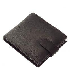 Magas minőséget képviselő fekete színű valódi bőr felhasználásával gyártott, elegáns férfi pénztárca modell, mely klasszikus kialakítású.