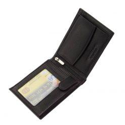 Klasszikus kialakítású, minőségi bőr férfi pénztárca, mely igazán puha tapintású és elegáns kivitelű. A termék fedelén a Chioco logo látható.