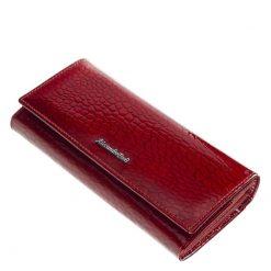 Ez a női lakk bőr pénztárca, mely nagy méretű modellünk, divatos piros színű külsővel rendelkezik. Hátoldalán egy nyitott zseb található.