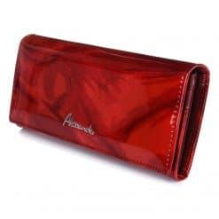 Nagy méretű lakk bőr női pénztárca, mely igazi nőies modell, divatos piros színű kivitelben, elegáns belső keretes kialakítással készült.