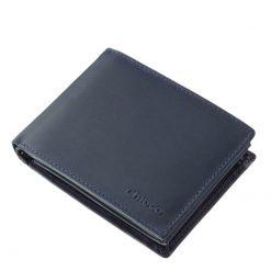 Minőségi, puha bőr felhasználásával készült ez az új fejlesztésű férfi pénztárca modellünk, igazán praktikus belső kialakítással.