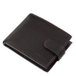 Finom kidolgozású, puha tapintású valódi bőrből készült, klasszikus megjelenésű férfi bőr pénztárca. Jobb sarkában a márkanév látható.