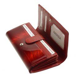 Nagy méretű PATRIZIA lakk bőr női pénztárca, mely elegáns piros színben és díszdobozos kivitelben érhető el áruházunkban.