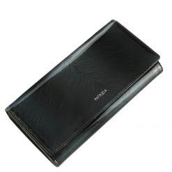 Nagy méretű PATRIZIA lakk bőr női pénztárca, mely elegáns fekete színben és díszdobozos kivitelben érhető el áruházunkban.