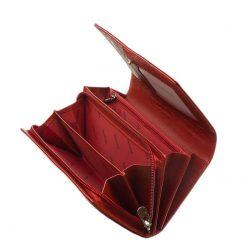 Gyönyörű mintás felületű, piros színű lakk bőr női pénztárca, divatos és egyedi külsőt kölcsönző ezüst logóval fedelén. Nagy méretű modell.