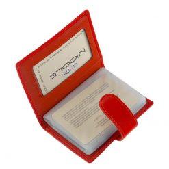 Minőségi bőr felhasználásával készült piros színű exkluzív női kártyatartó, melynek fedelén igényes NICOLE márkajelzés látható.