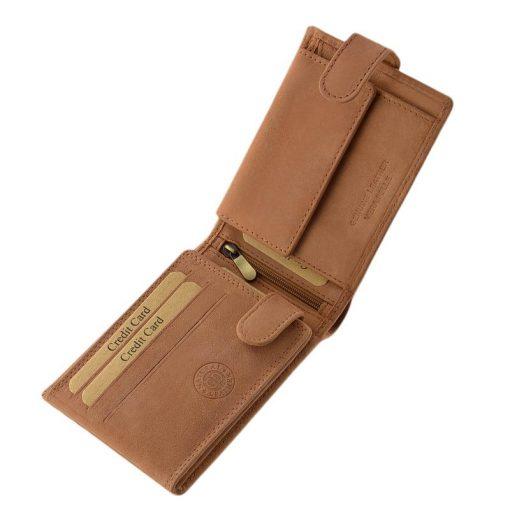 Sportos stílusú , divatos megjelenésű barna színű valódi bőr felhasználásával készült férfi pénztárca, igazán praktikus belső kialakítással.