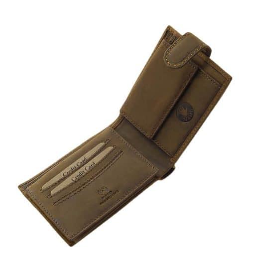 Különleges felületi dizájnnal gyártott valódi bőr férfi pénztárca, mely barna színben készült retro busz mintás benyomattal fedelén.